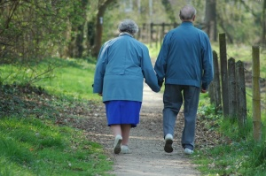 Older-couple-holding-hands2