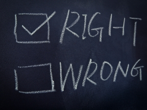 right and wrong checkbox on a blackboard